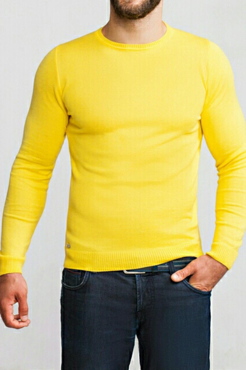 Желтый джемпер